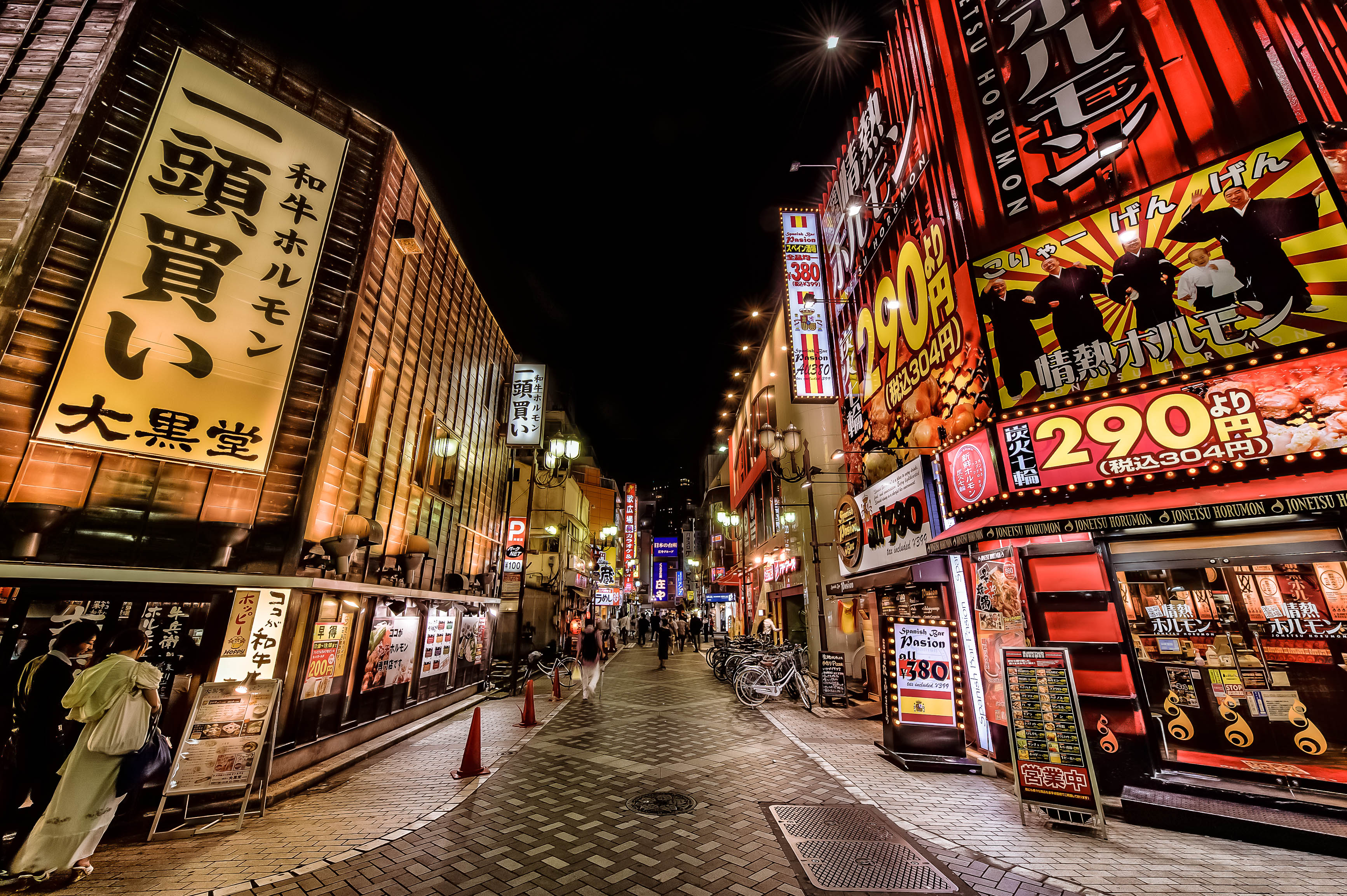 Walking-the-Streets-of-Tokyo