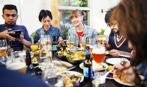 1441121264_simon_paulin-dinner_with_friends-4962