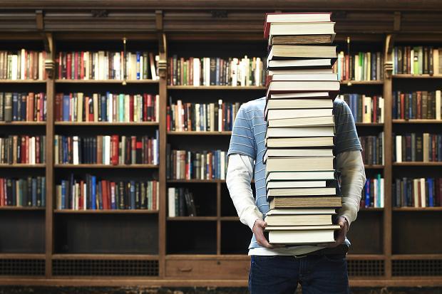 96803174_books_259155c (1)